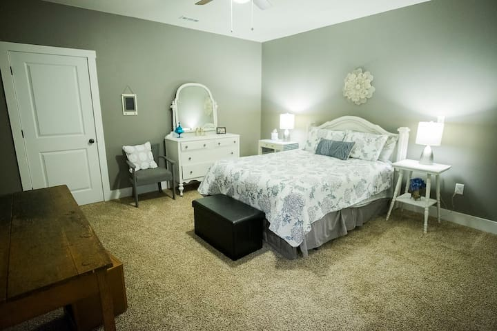 Spacious Suite - 11 min. to Liberty University