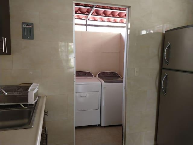 Washer and dryer/ Lavadora y secadora