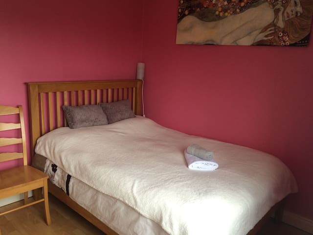 Cosy double bedroom in Airport Area - Swords - Haus