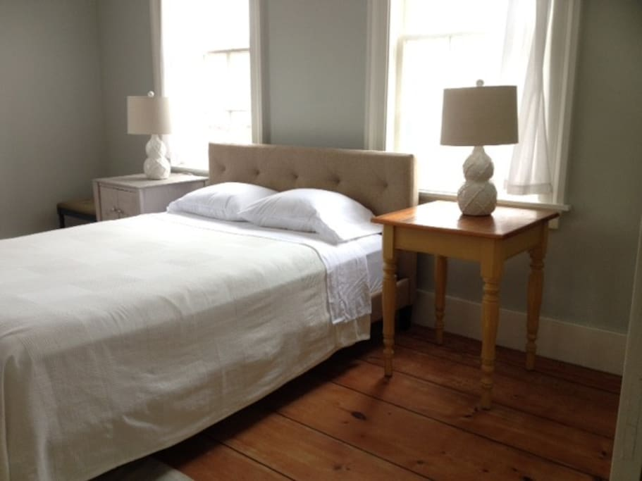 Queen bed, cotton bed linens, hypo-allergenic feather pillows, feather down comforter for the colder months.