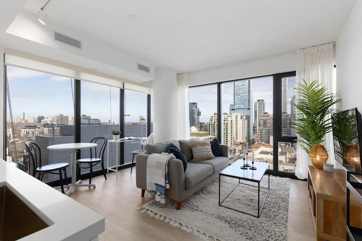 Comfy 1BR/1BA Condo in the heart of downtown W/GYM