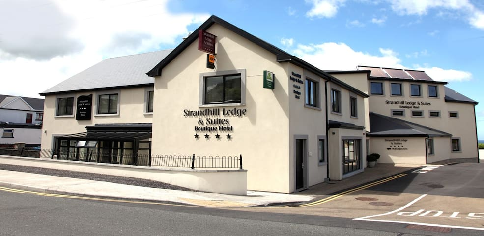 Strandhill Lodge and Suites Boutique Hotel