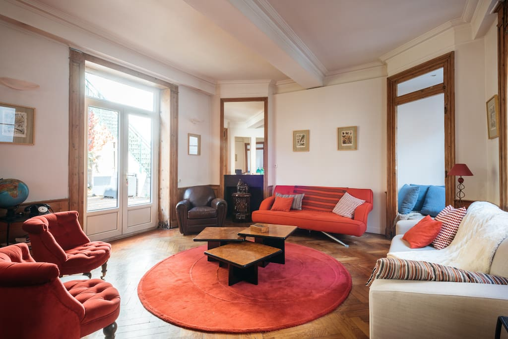 Bright living room with access to the terrasse