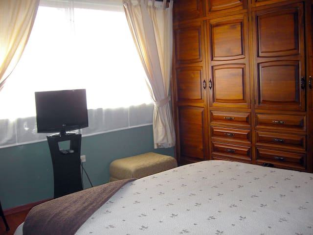 Furnished Bedroom for Rent in Cuenca - Cuenca - House