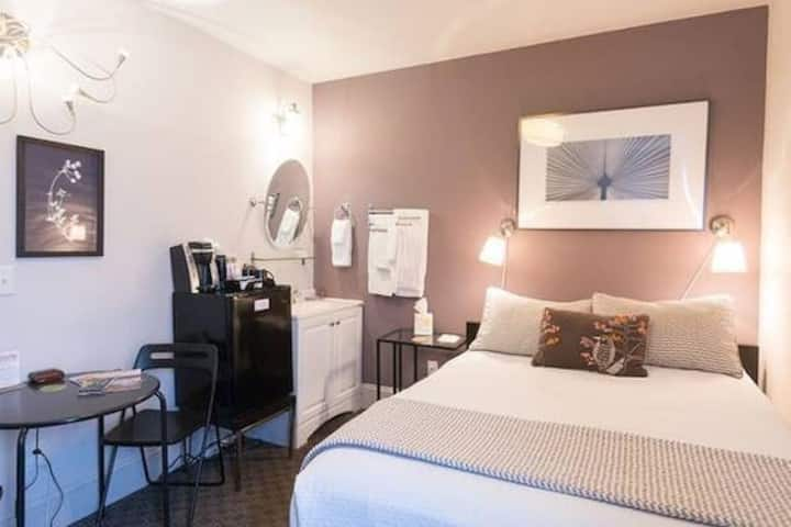 Pleasent Private Room in hip cool Camas-Portland