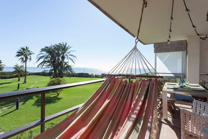 Gava Mar Beachfront Apartment- Beach direct access