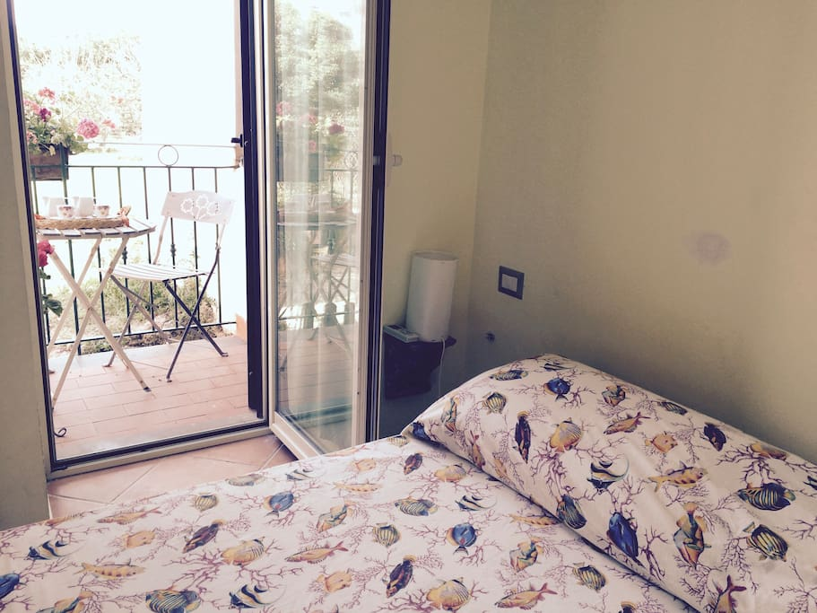 camera da letto con balconcino privato