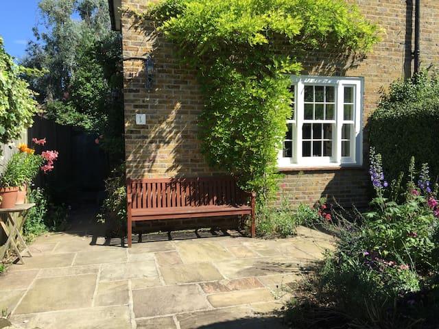Two bed cottage - London - Hus