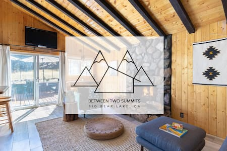 Between Two Summits / A-frame with Forest Backyard