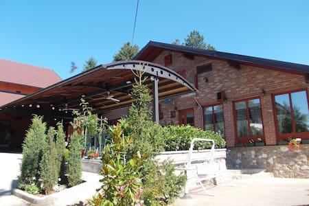 "Kuca za odmor ""Karalic"" - Ležimir - 宾馆"