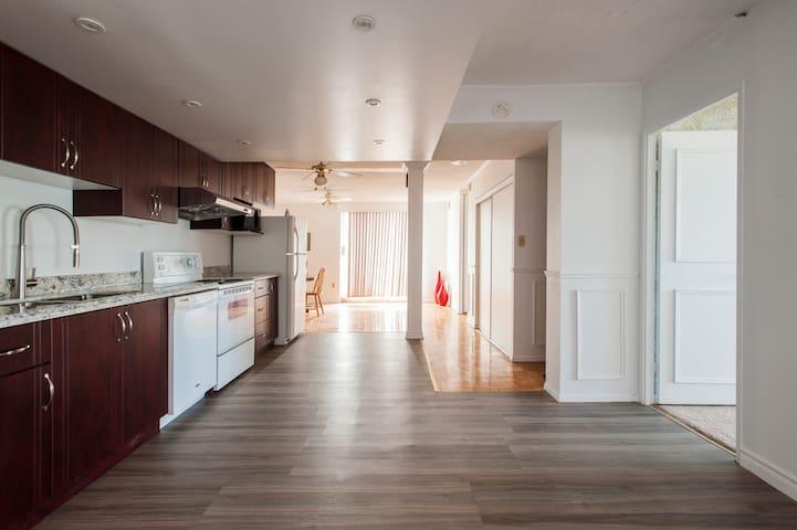 清洁宽敞高档公寓2卧室2厅两阳台