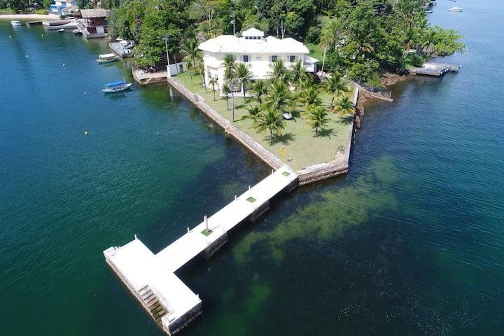 Ang036 - Manoir avec six suites sur l'île de Cavaco à Angra dos Reis