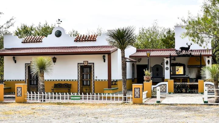Rancho con casa de campo para 6-12 huéspedes