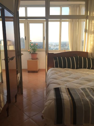Stunning Mountain Views in a Convenient Location - Tiranë - Appartement
