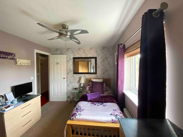 A Stylish & Contemporary Room with local services