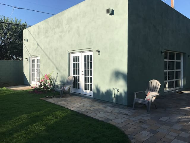 7th Heaven 800sf Guest House in Charming FQ Story