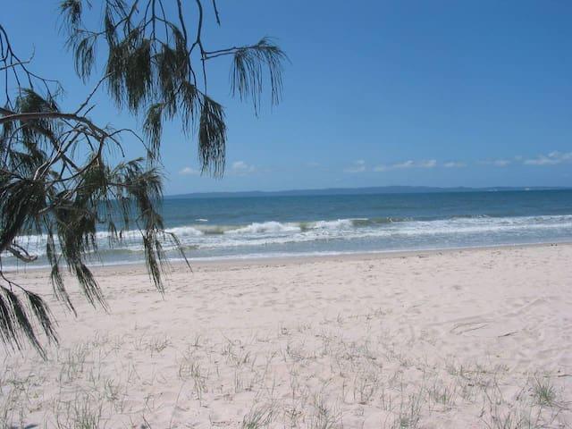 Beach Flat 2, Surfside on Bribie (hear the surf)