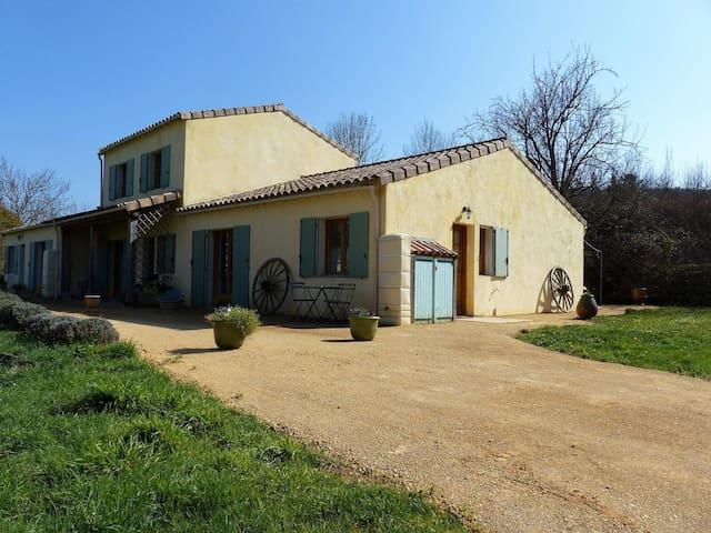 Nouveau Gîte Sirius à Fa Haute Vallée de l'Aude - FA - Cabaña en la naturaleza