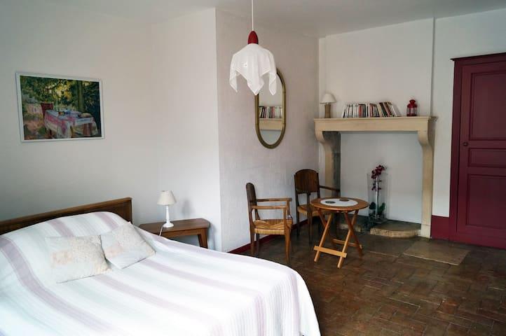 La JEUNELOTTE : B&B (MAISON DU CHARMES) Meursault - Meursault - Bed & Breakfast