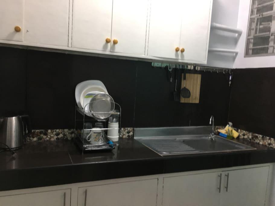 Kitchenette (no stove)