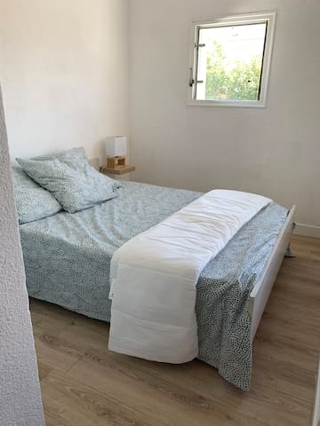 Une vrai chambre avec un matelas tout neuf