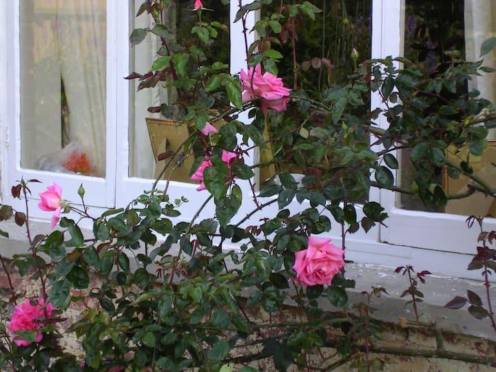 The Sissinghurst: Double room overlooking garden