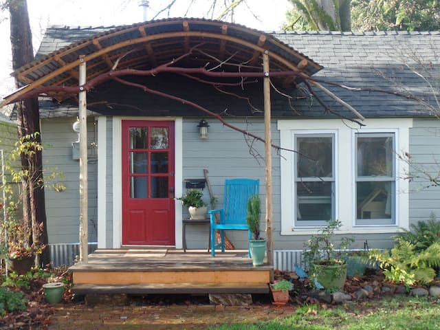 Charming Cottage in Downtown Corvallis - Corvallis - Casa
