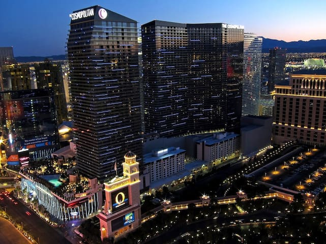 1 Bedroom suite on the strip beside The Bellagio