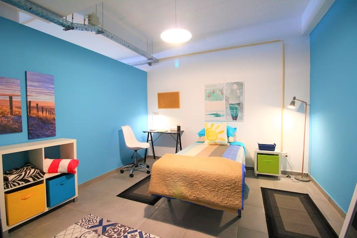 The Waves Hostel - Room Brasil 16