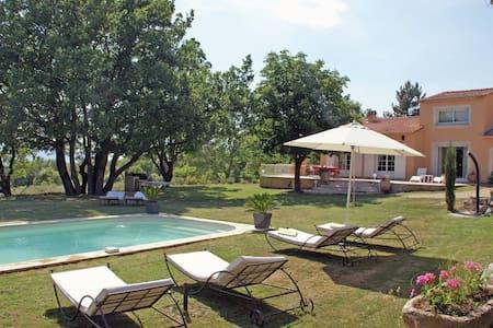 Villa spacieuse à Reillanne avec piscine