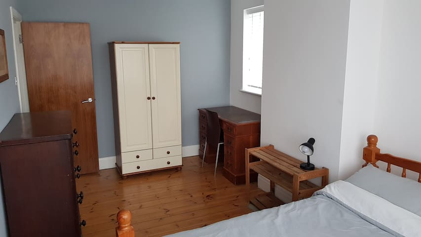 Large double bedroom in Brighton