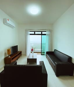 Skyview Condominium 30-min to Singapore