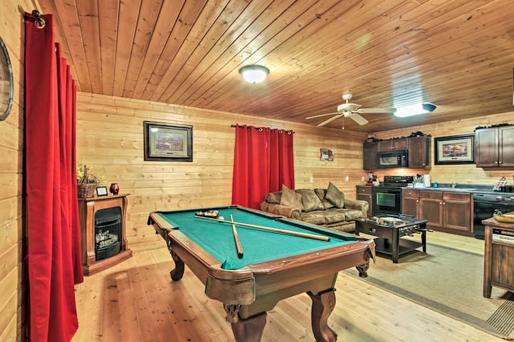 NEW! Sevierville Cabin w/ Hot Tub & Pool Table!
