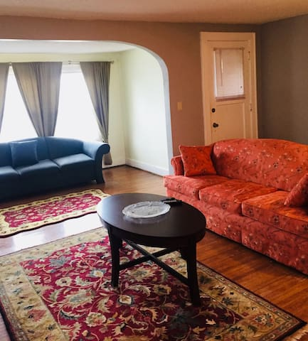 Bright 2 bedroom in N. Buffalo!