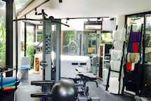 Gym Pic #1 : A Full Gym.