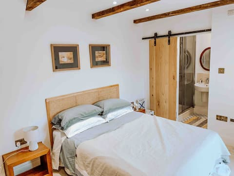 Converted stables private room with en suite