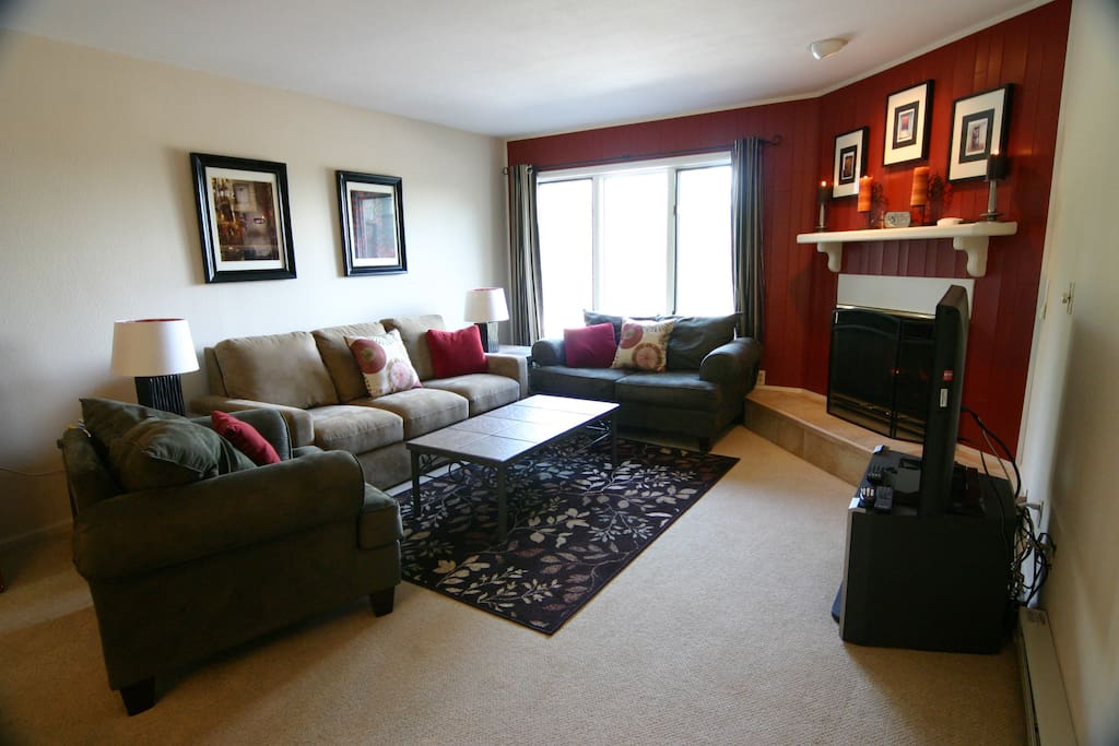 Living Room - High End Comfortable Queen sleeper, Flat Screen, Fireplace, Views!