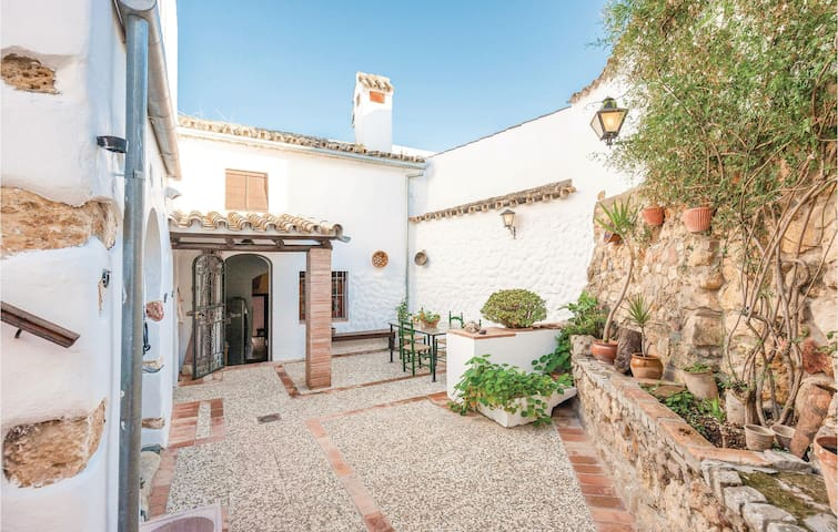 Semi-Detached with 3 bedrooms on 95m² in La Puebla de los Infa.