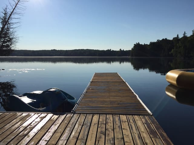 Waterfront Cabin Getaway 100 Acres & all the toys - Gooderham - Cabin