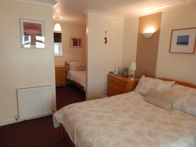 Gratton Lodge, guest house, parking - Newquay - Bed & Breakfast