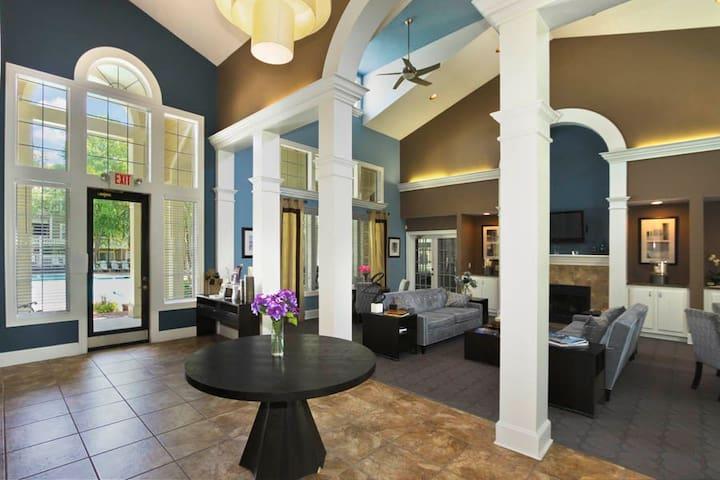 Luxury Apt, close to UNC, Duke. LGBTQ friendly - Carrboro - Apartament