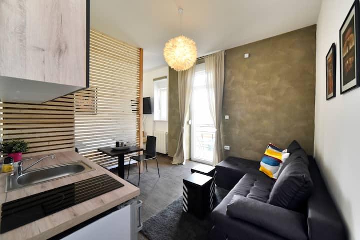 Corner studio apartment, self check in!