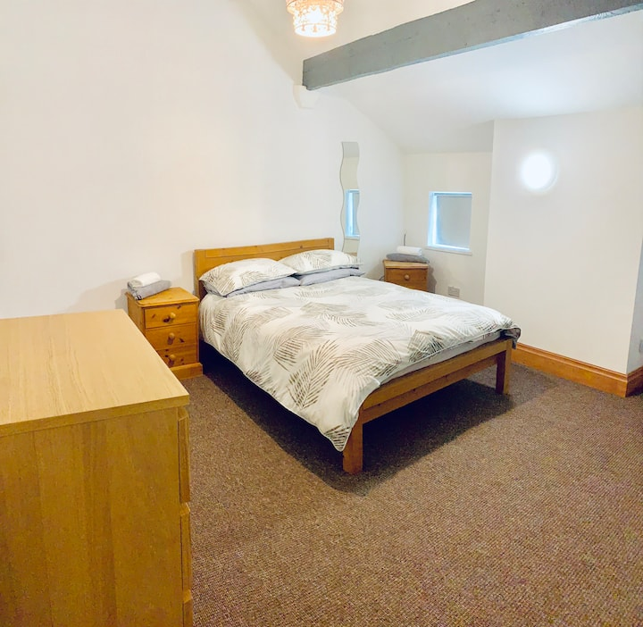 Private Room Near Hospital Off Wigan Lane WN1 1XT