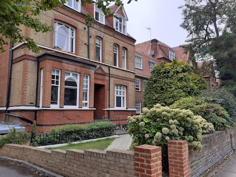 Well located and spacious 1 bed flat