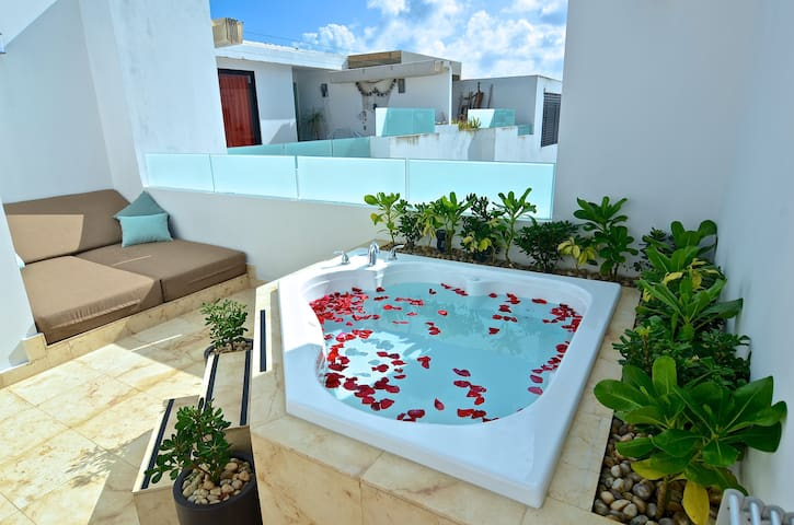 ANAH Penthouse Loft, Private Jacuzzi & Daybed