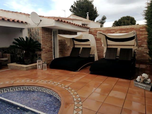 Villa solete bonita casa. situada 250 m del mar!!!