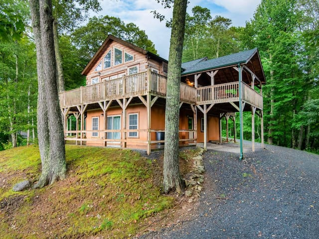 Robert's Ridge Cabin/Golf/Hot Tub/Sleeps 8++