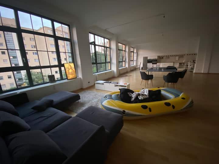 250 Qm Hinterhof Loft in Kreuzberg