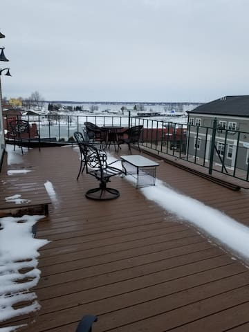 Penthouse in Sackets Harbor with beautiful views