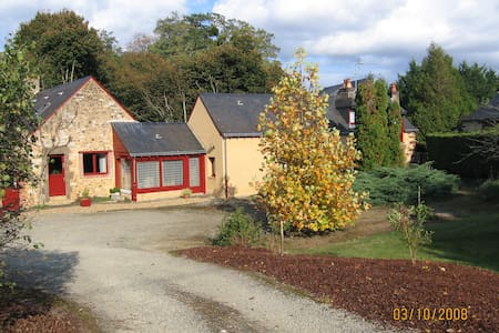 Grande chambre familiale - Saint-Saturnin - House